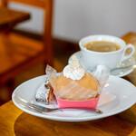 パティスリー クグラパン - 料理写真:まるごと大桃のコンポート