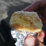パンとお菓子の店 toco toco - パイナップルのケーキ断面