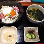 遊亀 淀屋橋 - 【ランチ】 海鮮丼+うどん \850