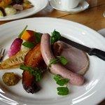 ベルツ - 料理写真:一番人気のバイエルンプレートランチ。ロースハム・ベーコン・ソーセージ・蔵王の高原野菜盛合