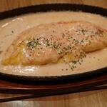 らいず - チーズオムレツの明太クリームソース