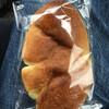 エミュウ - 料理写真:クリームパン ¥150    サイズやや小さめ 味はごくごく普通のクリームパン