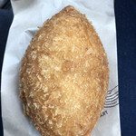 パン工房 SOU - 料理写真:カレーパン ¥190   揚げたてサクサクでした♪中のカレーもコクがあって甘過ぎず、辛過ぎず、バランス良い!大きくて食べ応えあり美味(๑´ڡ`๑)