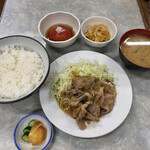 伊勢屋食堂 - 小鉢が並ぶと嬉しいなこれで合計1050円(税込)