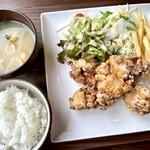 食堂&茶屋 CHILL - 料理写真:鶏の唐揚げ(ライス、サラダ、ポテト付き)858円
