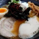 Ramen光鶏 - 濃厚ニボパイタン醤油大盛りのアップ