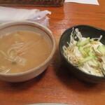 キッチン・オバサン - 味噌汁とサラダつき。