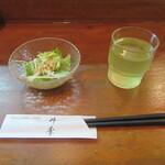 どんぶり処 丼季 - サラダ・冷茶
