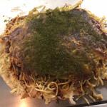 お好み焼き 八昌 - 「そば肉玉」(880圓)に「イカ天」(110圓)をトッピング。