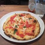 15787162 - 焼き立てピザ。