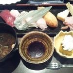 弐 - そしてお寿司も!カウンターに座ると目の前で握ってくれます。
