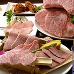 炭火焼肉ぎゅうぎゅう - 手前は味くらべ 4180円 4種の最高級のお肉を同時に味わえます