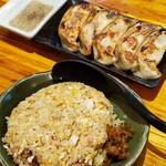 熟成田舎味噌らーめん 幸麺 - 料理写真:半チャーハンと焼き餃子