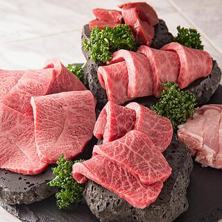 A5ランクの雌牛にこだわる溶岩焼肉の名店。極上の焼肉を堪能。