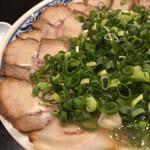 博多麺房 赤のれん - チャーシュー麺+ネギ・味玉トッピング(UP)