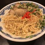 博多麺房 赤のれん - 替玉後は大量のスリゴマと紅生姜をかけます(^ ^)