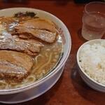 活龍 - 豚三枚野菜なし味玉トッピング