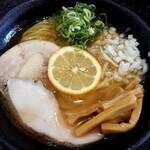 Ramen光鶏 - 期間限定 冷やしレモニーボ(900円税込)の麺大盛り(トッピング無料スタンプカード使用)  〆のお茶漬け付きです。