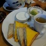Coffee, Tea & Cake 茶徠 - カフェオレとモーニング
