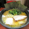 天王家 - 料理写真:らーめん 700円 トロトロバラ肉1枚 50円