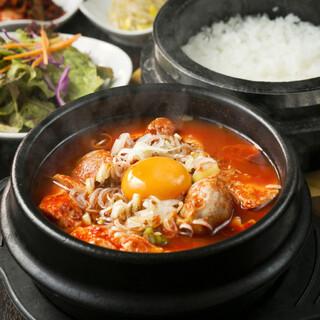 満足度No1/大人気KollaBoランチ定食で韓国料理を堪能