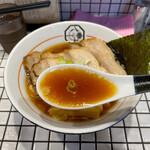 81番 - 鶏の風味が濃厚で、且つ魚介の風味もしっかり効いているスープ