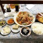 黄龍 - 豚バラスタミナ焼肉定食(小ラーメン付)    ¥850-