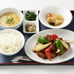 紅蘭亭 - 【酢排骨定食】厳選した豚肉を伝統の甘酢ダレで。1,170円
