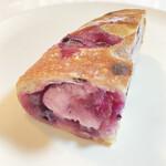 タニロクベーカリーパネーナ - 甘酸っぱいブルーベリージャムとクリームチーズがたっぷり