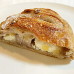 タニロクベーカリーパネーナ - りんごとくるみとクリームチーズのロデヴ