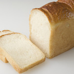 プレザン - 料理写真:厳選素材の食パン 山食 1斤 220円