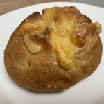 焼きたてパン オルブロート フリアン - チーズパン