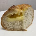 焼きたてパン オルブロート フリアン - チーズパン(断面)