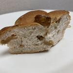 焼きたてパン オルブロート フリアン - くるみパン(断面)