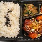 焼肉韓国料理 MUGEN - ヤムニョンチキン弁当850円。