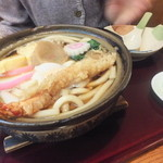 満留賀 - 鍋焼きうどんは具だくさん