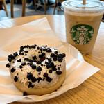 スターバックス・コーヒー - 料理写真:ブロンド エスプレッソ ダブル トール ラテ クッキー&クリームドーナツ
