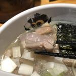 中華そば 満鶏軒 - 炙られた鴨ブロックチャーシューが、この店で一番美味しいものな気がしました。