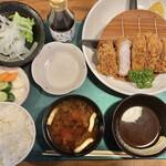 とんかつ専門店とん - 料理写真:「ロースカツ定食(200g)」@2035 キャベツ別盛り
