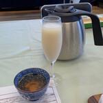 157971656 - 葡萄と豆乳のジュース