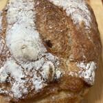 タニロクベーカリーパネーナ - 手ごねのくるみパン