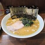 横浜家系 せいせき家 - 料理写真:辛ラーメン中盛