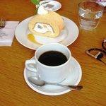 カフェヴィヴモンディモンシュ - ロールケーキ i-pod添え(2007.4.29)