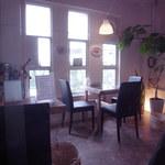 イルベッカフィーコ - 明るいお店です。