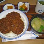 15801608 - 厚みのあるヒレ肉のかつ丼。洋風の甘みのある醤油味でした。