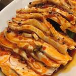 天鴻餃子房 - よだれ鷄はムネ肉使用 しっとりしていますから一晩くらい漬け込んでいるのかもしれない