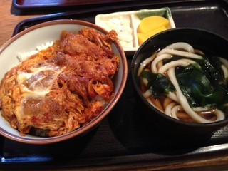 ごんべえ - 真っ赤な辛子カツ丼!