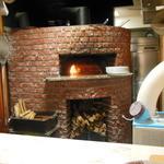 グリル青山農場 - 石窯です(薪はナラの木を使用)