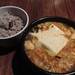 リーフキッチン - アサリのスンドゥブと十六穀米ご飯