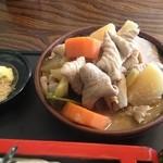 鬼うどん 金勝 - モツ煮 UP 野菜ゴロゴロのてんこ盛りです